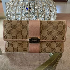 Gucci Bags - Gucci Signature Wallet Pink Metallic Leather 💲⬇️